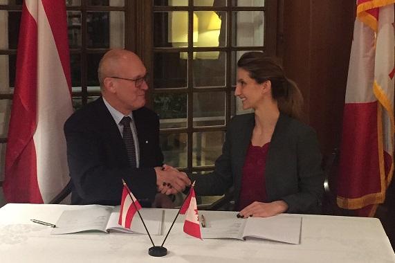 Horst Steinmüller und Josipa G. Petrunic bei der Unterzeichnung des MoU am 29.11. in der kanadischen Botschaft in Wien